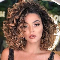 Cortes de cabelo para rosto oval 2022: o que não funciona?