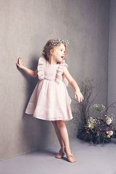 Kids editorial Fashion shoot wedding flower girl so cute outfit !  Love this little pink dress and the flower wreath Nellystella