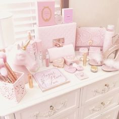 Girly decor __ princess looks Pastel Bedroom, Pink Bedroom Decor, Pink Bedroom For Girls, Pink Bedrooms, Pink Room, Pink Vintage Bedroom, Bedroom Ideas, Girly Girls, Vintage Pink