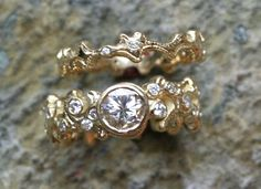 18k yellow gold vine band engagement ring with matching wedding band - www.liloveve.com