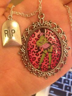 Zombie pin-up jewelry !!
