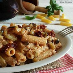 TORTIGLIONI CON PESTO ALLA SICILIANA VEGAN http://blog.giallozafferano.it/nocemoscata/tortiglioni-con-pesto-alla-siciliana-vegan/