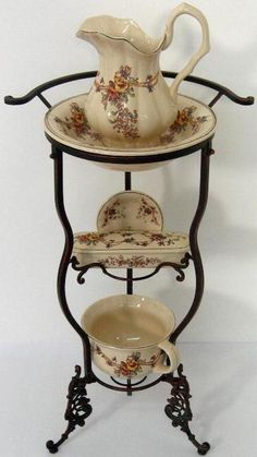 Wash Set Antique, wash dishes, sink floral decoration, with wrought iron stand.