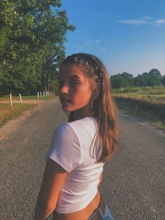 Poses Photo, Pic Pose, Portrait Photography Poses, Tumblr Photography, Picture Poses, Photography Tricks, Teenage Girl Photography, Mobile Photography, Photography Business