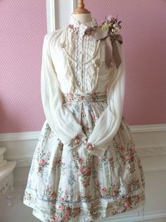 calantheandthenightingale:  Classic lolita with a hint of dolly kei or mori girl. From Moar Lace Please.
