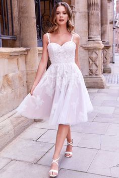 Bridal Elegance, Honeymoon Style, A Line Gown, Ball Gown Dresses, Bride Look, Bridesmaid Dresses, Wedding Dresses, Tulle Wedding, Mermaid Dresses