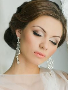 Wedding makeup for green eyes and black hair - bridal eyeliner makeup #naturalweddingmakeup