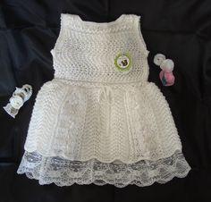 """Vestido bautismo talla 9/12 meses. Tejido a dos agujas en punto ajour (calado). Handmade.  Taller: """"Aio Vestuario Infantil"""""""