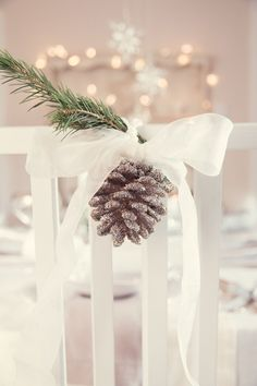 Cute and easy Christmas chair decorations for a winter wedding Christmas Chair, Christmas Table Settings, Christmas Tablescapes, Christmas Table Decorations, Winter Christmas, All Things Christmas, Christmas Holidays, Christmas Crafts, Scandi Christmas