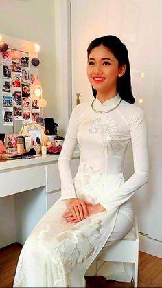 Ao Dai Vietnam, White Girls, Mac, Formal Dresses, Celebrities, Blouse, Photography, Tops, Women
