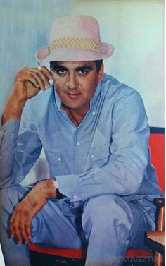 Sunil Dutt, Vintage Bollywood, Handsome Actors, Indian Movies, Indian Celebrities, Bollywood Stars, Good Looking Men, Movie Stars, How To Look Better