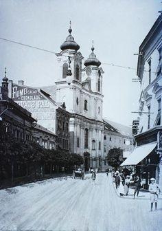 Fő (Nádor) utca, szemben a Nepomuki Szent János-templom és rendház. Old Pictures, Old Photos, Budapest Hungary, Historical Photos, Louvre, Street View, History, Travel, Outdoor