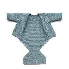 Aprende a tejer un sencillo y adorable pelele de punto de bebé con este tutorial… Baby Knitting Patterns Free Newborn, Free Knitting, Knitting Ideas, Easy Knitting Patterns, Knitting For Kids, Baby Patterns, Knitting Projects, Crochet Baby, Knitted Baby