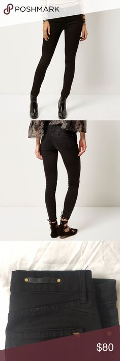 """River Island Black Amelie Super Skinny Jeans 8. Worn once. Size 8 Aus, so fits a US size 2-4. Still has tags, but not attached. Inseam 28"""" outseam 37.5"""" leg opening 5"""" flat waist 14"""" flat 👗₡ŁØ$EŦ ₦ØŦE$👙 ❌No Trades 💰Bundle Away! 10% off 2 items ✅Fair offers considered! 📸Ask for more measurements or pix 📧on Ǝ 👉🏻koli9071 📦🌺Ships from Hawaii next business day Asos Pants Skinny"""