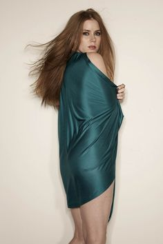 amy adams in peacock dress photos eyes style hair pics pictures images body gallery short Amy Adams Bikini, Amy Adams Enchanted, Amy Addams, Actress Amy Adams, Amy Actress, Female Actresses, Hollywood Fashion, Celebs, Celebrities