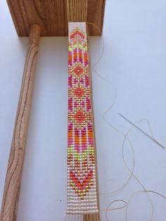 bead weaving patterns for bracelets Bead Crochet Patterns, Bead Embroidery Patterns, Beading Patterns Free, Seed Bead Patterns, Beaded Embroidery, Weaving Patterns, Loom Bands, Art Perle, Loom Bracelet Patterns