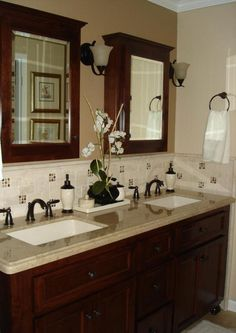 Adorable bathroom – cherry cabinets w/ granite counters, tile & mosaic backsplash The post bathroom – cherry cabinets w/ granite counters, tile & mosaic backsplash… appeared first on 99 Decor . Cheap Bathrooms, Amazing Bathrooms, Small Bathrooms, Gray Bathrooms, Retro Bathrooms, Bathroom Grey, Rustic Bathrooms, Clever Bathroom Storage, Bad Set