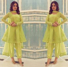 Lovely Sumbul Iqbal Khan Beautiful Outfit by Zahra Ahmed Jewelry by #Mahrukh-Akuly-Jewelry #Gorgeous #Elegant #Style #SummerCasual #SummerOutfits #SumbuliqbalKhan #ZahraAhmed #PakistaniFashion #PakistaniActresses #PakistaniCelebrities ✨
