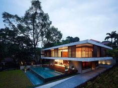 Great House Design by Singapore Architecture Firm - Amazing House Singapore Architecture, Interior Architecture, Feng Shui House, Kb Homes, Design Exterior, House Deck, My Dream Home, Planer, Beautiful Homes