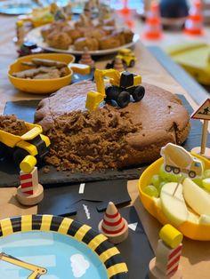 Baustellenparty Kindergeburtstag Cake, Desserts, Food, Inspiration, 4th Birthday, Simple Birthday Cakes, Tractor Birthday, Fourth Birthday, Diy Decorating