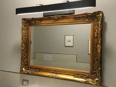 Specchiera realizzata  Con una vecchia cornice
