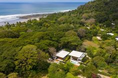 Dubbed Naia I and Naia II, the homes were created side by side for the same owner in Santa Teresa, a small town on Costa Rica's Pacific shoreline. Tropical Architecture, Amazing Architecture, Costa Rica Pacific Coast, Houses In Costa Rica, Beachfront Property, Modern Tropical, Steel Columns, House Studio, Yoga Retreat