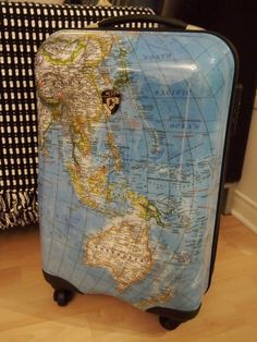 Great packing light tips!  And how cute is this luggage!