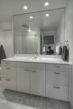 White contemporary bathroom