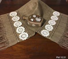Crochet Home, Crochet Crafts, Knit Crochet, Crochet Flower Tutorial, Crochet Flowers, Hessian Crafts, Diy Bag Designs, Crochet Table Mat, Diy Home Decor Easy