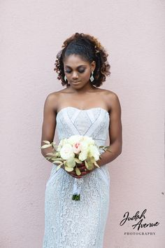 We adore this photo. Natural hair can be so beautiful on your wedding day. Ladies, what do you think?