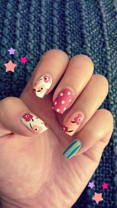 Floral nails with a matte finish