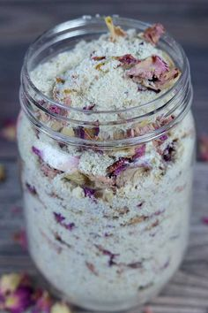 How to make a rose milk bath tea recipe. This easy DIY bath recipe makes a great gift or keep it for yourself. It helps soothe and moisturize dry skin, and the Diy Bath Tea Recipes, Bath Salts Recipe, Diy Milk Bath Salts, Bb Cream, Rose Tea, Rose Milk Tea, Dry Skin, Easy Diy, Bath Bombs