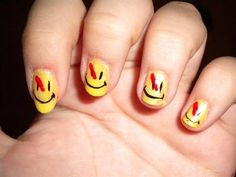Smiley Face Nails4