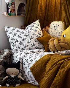 YO ZEN (@yozenlifestyle) • Instagram-kuvat ja -videot Comforters, Zen, Bed Pillows, Pillow Cases, Blanket, Instagram, Home, Creature Comforts, Pillows