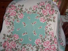 Vintage Tablecloth 50s Turquiose Pink ROSES Cottage chic buds ex stunning