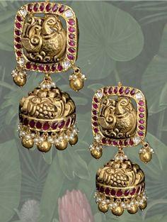 Gold Jhumka Earrings, Indian Jewelry Earrings, Jewelery, India Jewelry, Gold Bangles Design, Gold Earrings Designs, Jewelry Design, Bridal Jewelry Vintage, Wedding Jewelry