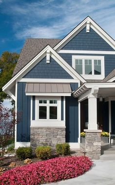 Awesome 99 Modern Farmhouse Exterior Designs Ideas. More at http://99homy.com/2018/02/16/99-modern-farmhouse-exterior-designs-ideas/