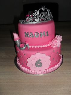 Roze meisjes taart met make-up en tiara/ Pink girly cake with make-up and tiara