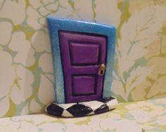 Alice au pays des merveilles d'inspiration Fairy Door, porte de Faerie.  Laissez le fey dans votre vie !
