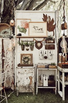 Decorate Your Bathroom on a Budget at the Flea Market Antique Booth Displays, Antique Booth Ideas, Vintage Display, Vintage Store Displays, Antique Mall Booth, The Found Cottage, Flea Market Booth, Flea Market Displays, Country Living Fair