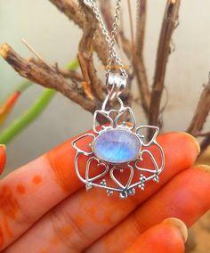 Moonstone Pendant, 925% Silver Pendant, June Birthstone, Blue Flashy stone Pendant, Flower shape Pendant, Healing Crystal, Moonstone Jewelry