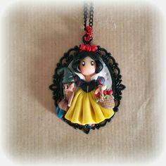 Pendant necklace with cameo with Biancaneve Gorjuss  Follow me on Facebook : www.facebook.com/BijouxdiPatty
