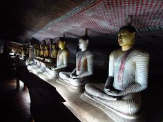 Travel to Central Sri Lanka - Buddha statues, #Dambulla Temple, #Sigiriya, #Lion`s Rock Fortress