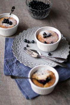 Pienet mustikkakakut // Blueberry Cakes Food & Style Tiina Garvey, Fanni & Kaneli Photo Tiina Garvey www.maku.fi