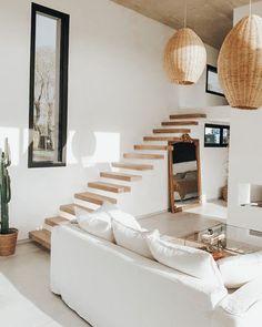 Home Living Room, Living Room Decor, Apartment Living, Minimal Apartment, Casa Petra, Home Interior Design, White House Interior, Simple Interior, Interior Stairs