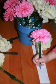 You'll never lose a pen again!  Adhere wire flowers to pens using floral tape.  Fill a vase or pot with glass beads.  This is a great project for kids and it makes a nice teacher or Mother's Day gift.