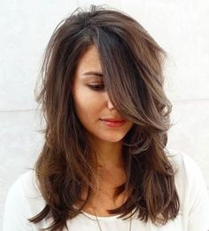 15 Medium haircuts for women. Different medium layered haircuts. Simple and easy medium layered haircuts. Top medium layered haircuts for women. Medium Length Hair Cuts With Layers, Medium Hair Cuts, Medium Cut, Medium Hair Styles For Women With Layers, Haircuts For Long Hair With Layers, Haircuts For Wavy Hair, Mommy Haircuts, Hair Styles For Thick Hair Medium, Thick Haircuts