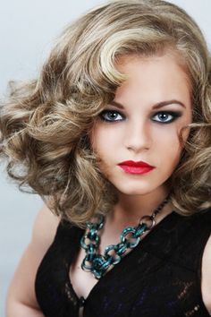 Gorgeous retro medium length hairstyle for women