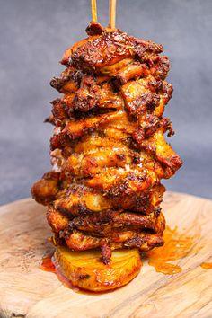 Chicken Gyros, Greek Chicken Kebabs, Chicken Gyro Recipe, Wraps, Greek Dishes, Winner Winner Chicken Dinner, Cooking Recipes, Healthy Recipes, Middle Eastern Recipes