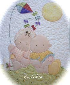 Colcha bebés Baby Applique, Applique Quilts, Embroidery Applique, Baby Patterns, Quilt Patterns, Fabric Panel Quilts, Baby Blocks, Cross Stitch Baby, Baby Sewing